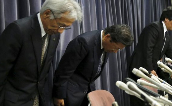 Lãnh đạo Mitsubishi cúi đầu xin lỗi, thừa nhận gian dối dữ liệu của hơn 600.000 chiếc xe ô tô