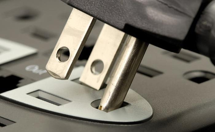 Tại sao phích cắm điện cứ phải thiết kế 3 chân cho rườm rà?