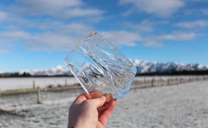 Nước nóng đóng băng nhanh hơn nước lạnh, các nhà khoa học có thể đã tìm ra được nguyên nhân tại sao