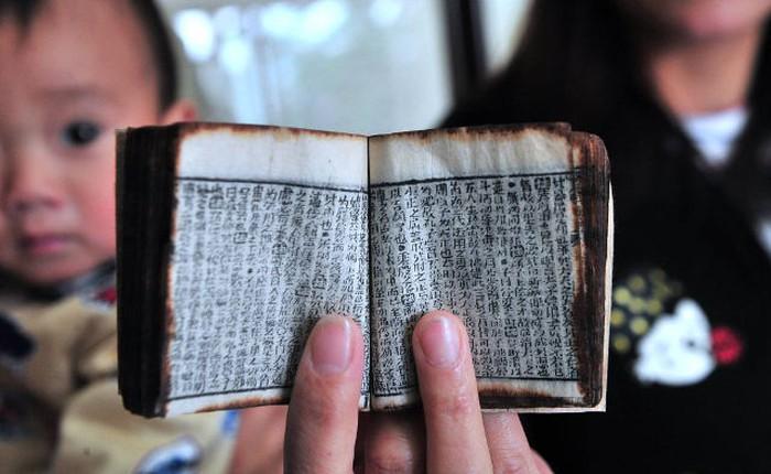 """Cứ đến mùa thi là sinh viên Trung Quốc lại có thêm chiêu gian lận, từ """"sách kiến đọc"""" thời Minh, Thanh cho đến công nghệ cao"""