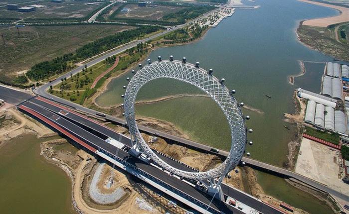 Trung Quốc khai trương vòng đu quay không trục lớn nhất thế giới, tích hợp cả TV và Wifi trong mỗi cabin