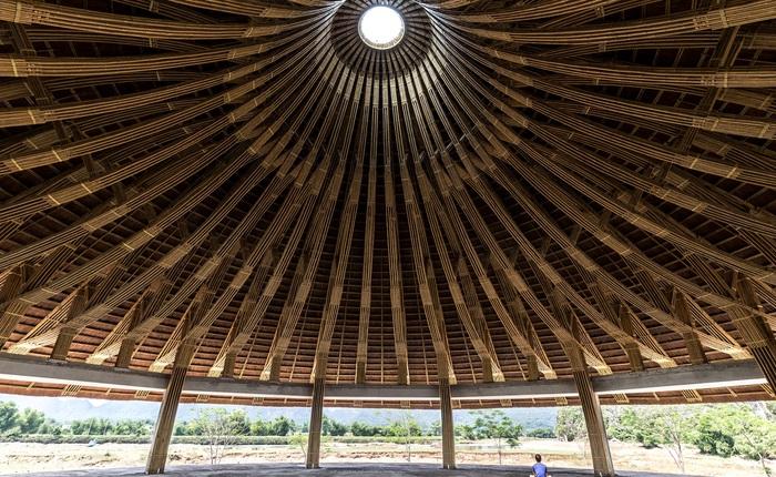 Nhà hàng hình nón làm từ 150.000 cây tre ở Kim Bôi khiến tạp chí kiến trúc Mỹ hết lời khen ngợi