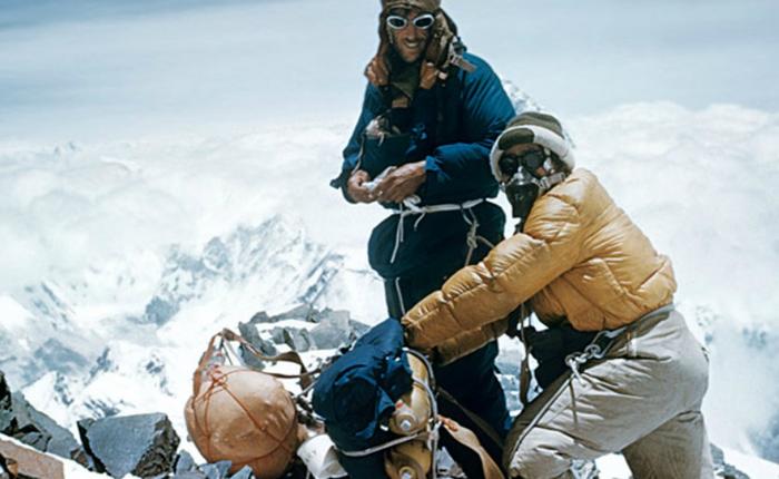 14/15 người muốn leo lên đỉnh Everest đầu tiên, chỉ 1 người bảo tôi về thứ 2 cũng được, cuối cùng anh ta mới là người được chọn