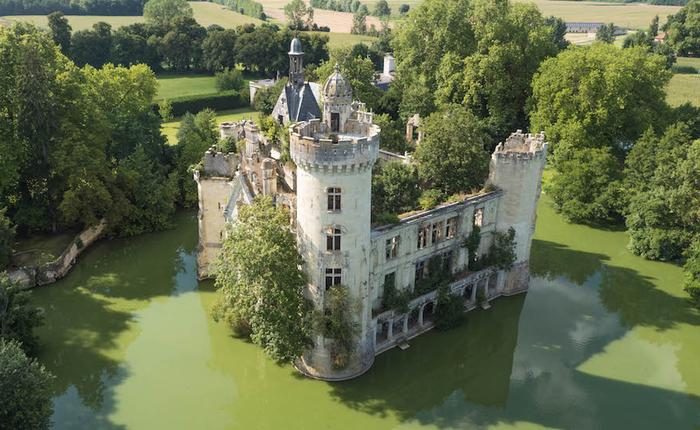 Pháp: Hơn 6500 cư dân mạng góp tiền mua chung một tòa lâu đài