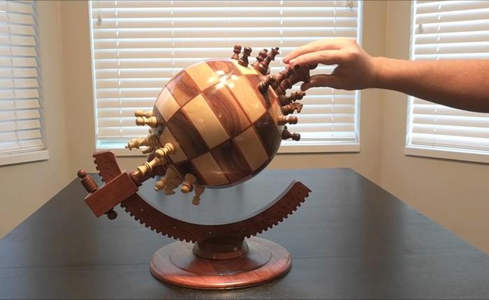 Bàn cờ vua cực dị chưa từng có: thiết kế khối cầu và sử dụng nam châm để điều khiển quân cờ