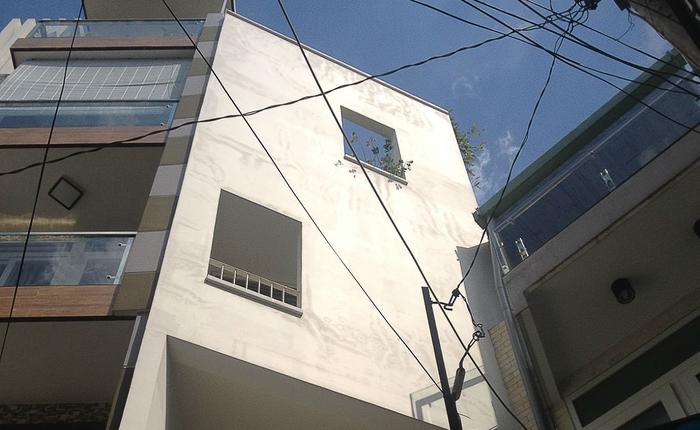 Ngôi nhà 42m2 kỳ lạ ở Sài Gòn: Bên ngoài tưởng kín như hũ nút, bên trong thoáng mát rộng mở thênh thang