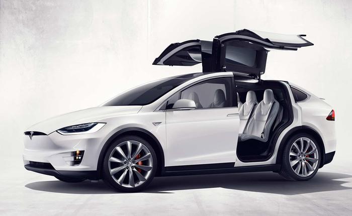 Cùng xem Tesla Model X bảo đảm an toàn tuyệt đối cho người lái ngay cả khi không ở chế độ Autopilot