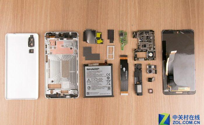 """Cùng xem màn """"mổ bụng"""" smartphone không viền Sharp AQUOS S2: rất dễ sửa chữa"""