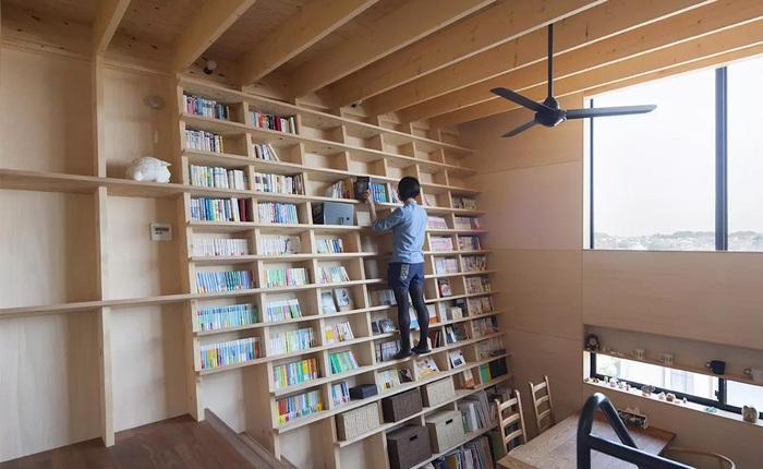 Ngôi nhà vô cùng độc đáo tại Nhật Bản với kệ sách chống động đất khổng lồ