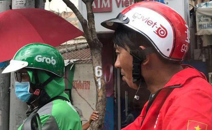 """Go-Viet ra 3 tháng vẫn """"bắt"""" khách dùng tiền mặt: Bất lợi vì rào cản chính sách hay chiến thuật giành xế khôn ngoan từ tay Grab?"""