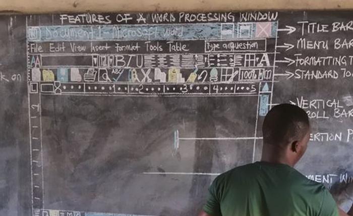 Cách giáo viên tin học ở Ghana vượt qua cảnh thiếu thốn cơ sở vật chất để giảng dạy khiến Internet xúc động