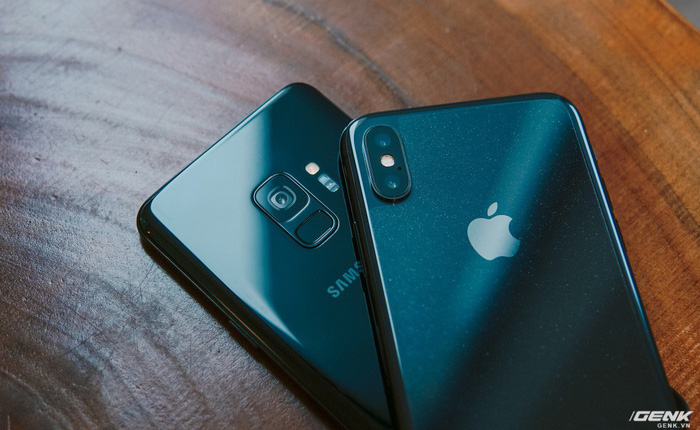 Đặt Galaxy S9 cạnh iPhone X để thấy cần gì phải thay đổi 180° để được đánh giá cao