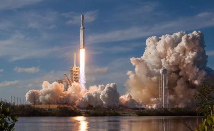 """FCC """"bật đèn xanh"""" cho SpaceX phóng 12.000 vệ tinh Internet băng thông rộng mới lên quỹ đạo Trái Đất"""