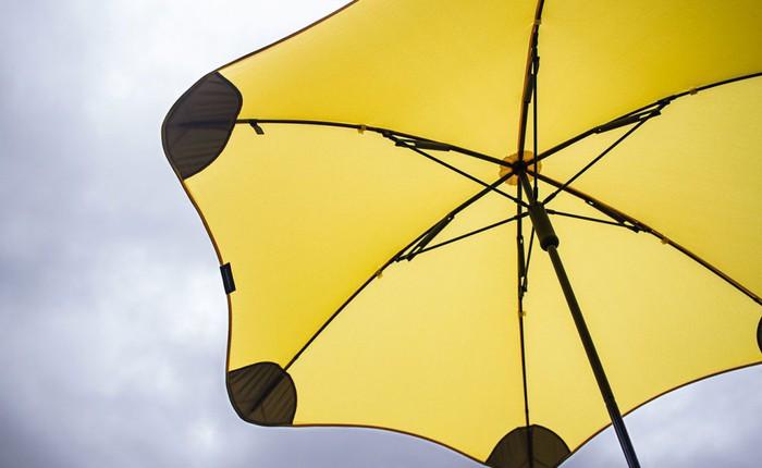 Dành cho mùa mưa bão năm nay: Chiếc ô siêu bền có thể hứng chịu được mưa đá và sức gió tới 90 km/h