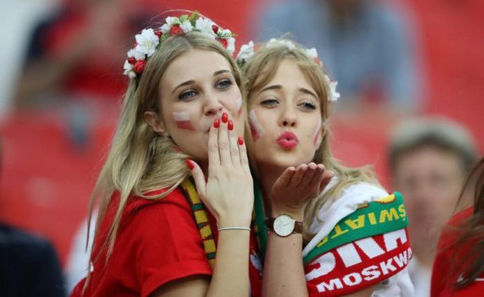 FIFA yêu cầu các nhà đài bớt tập trung vào các cô gái đẹp trên khán đài World Cup 2018