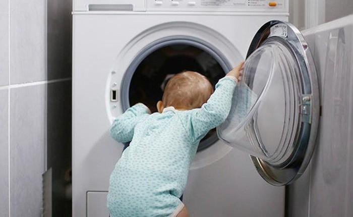 Hi hữu đứa bé 3 tuổi bị mắc kẹt trong máy giặt đang chạy và lời cảnh báo cho các bậc phụ huynh