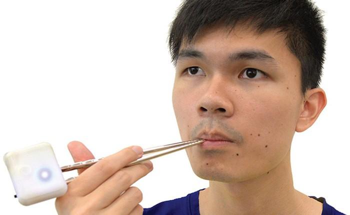 Ai cần muối nữa, khi bây giờ đã có cặp đũa điện tử, kích thích vị mặn trong lưỡi bằng... điện