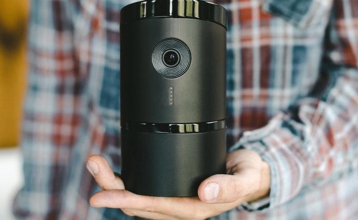 """[CES 2018] Camera giám sát thông minh này sẽ """"quay mặt vào tường"""" khi phát hiện bạn đã về nhà"""
