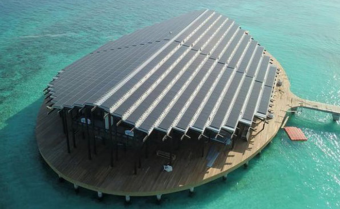 Tham quan khu nghỉ dưỡng xa hoa trên đảo nhân tạo với hệ thống pin Mặt Trời ngay trên mái nhà tại Maldives