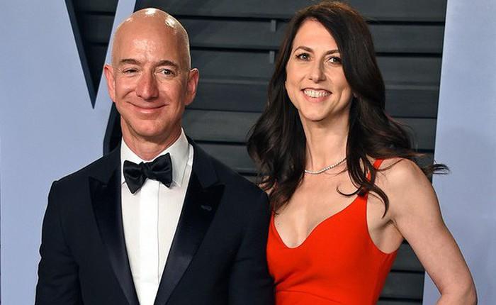 CEO Amazon Jeff Bezos ly dị vợ sau 25 năm chung sống