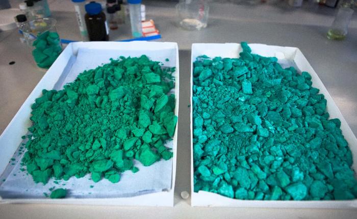 """Chỉ cần gắn vào máy hút ẩm, vật liệu nano mới có thể tạo ra nước từ """"hư không"""""""