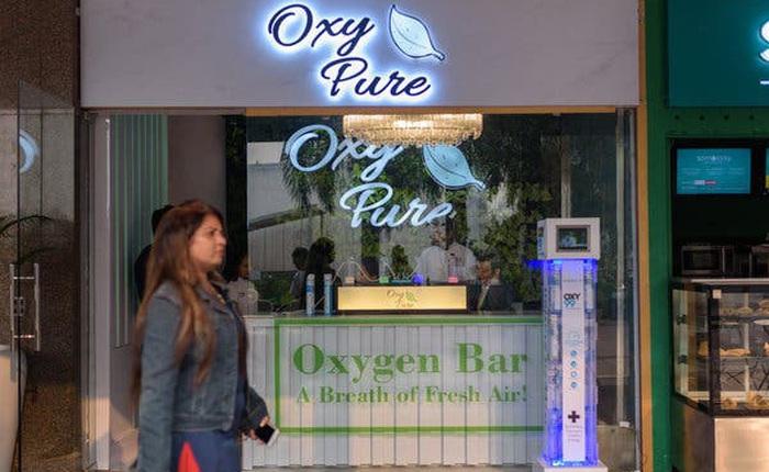 Không khí quá ô nhiễm: Một quán bar ở Ấn Độ bán 15 phút thở oxy với giá 140.000 Đồng