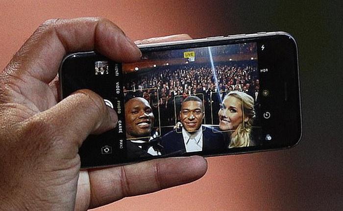 Siêu sao bóng đá Didier Drogba dùng iPhone 6s