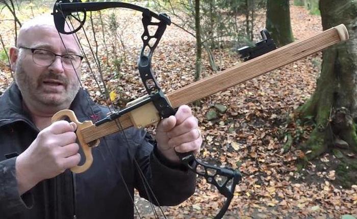 Chán với những cây cung truyền thống, phải tốn sức để kéo dây, YouTuber này đã tạo ra cây cung kéo dây vừa nhẹ vừa đơn giản