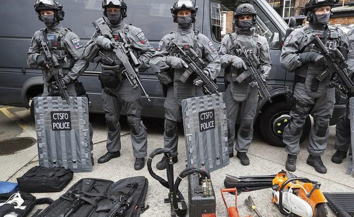 Cảnh sát đặc nhiệm chống khủng bố London được trang bị những loại vũ khí gì?