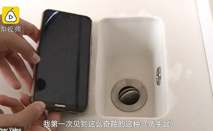 Chi nhiều tỷ mua nhà xịn, người đàn ông Trung Quốc được ngay bồn rửa mặt bé như smartphone