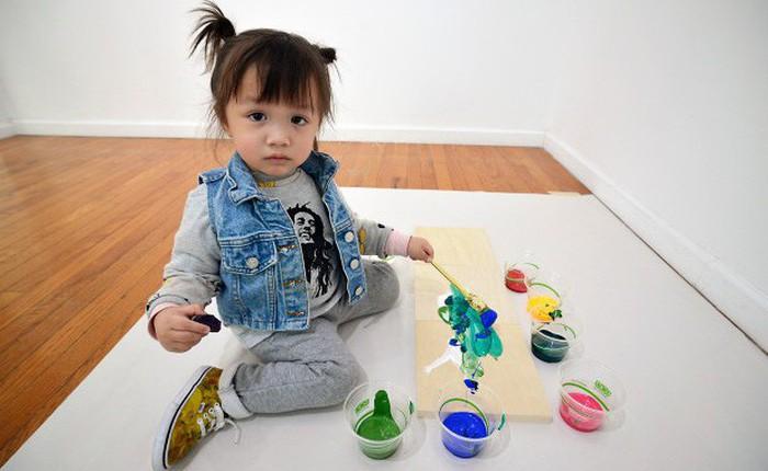 """Vẫn còn đeo bỉm, tranh của """"Picasso tí hon"""" đã đem về hàng nghìn USD mỗi bức"""