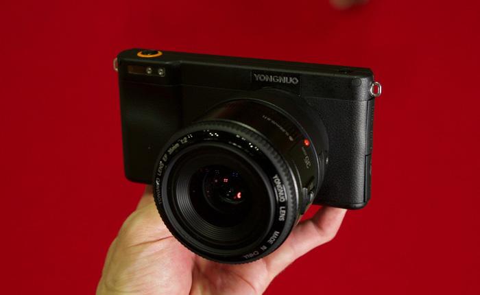 Yongnuo YN450 - máy ảnh không gương lật, sử dụng ống kính Canon, chạy Android