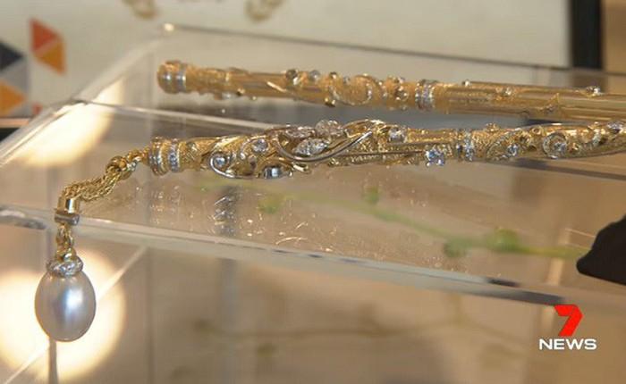 Đây là đôi đũa đắt nhất thế giới: Làm từ vàng 18K, khảm kim cương và ngọc trai, giá bán lẻ 3,2 tỷ đồng