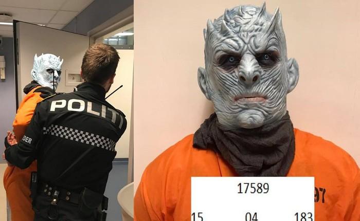 Chưa kịp lộ mặt trong tập 1 mùa cuối, Night King đã bị cảnh sát bắt vì phá hoại của công