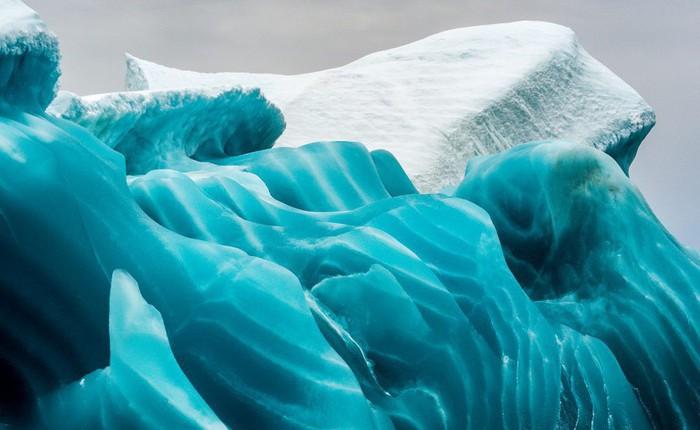 Cực độc tảng băng ngọc lục bảo tuyệt mỹ ở Nam Cực: Phải may mắn lắm mới có thể bắt gặp khoảnh khắc này!