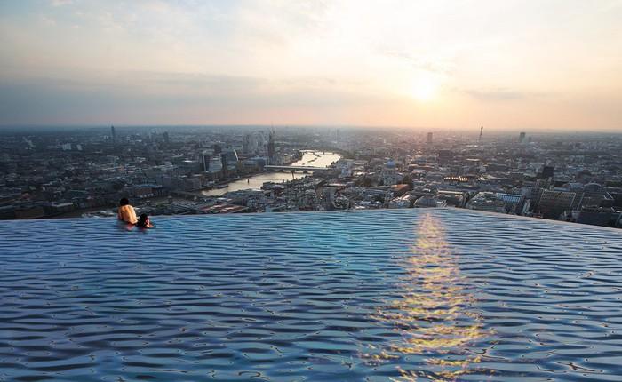 Ngắm nhìn bể bơi vô cực trên nóc tòa nhà ở London