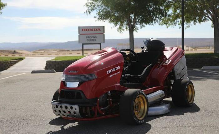 Đây là siêu xe cắt cỏ vừa đạt kỷ lục tốc độ thế giới của Honda, động cơ 4 xi-lanh như CBR1000, phóng như xe đua