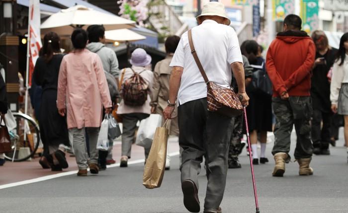 Người già dễ gây ra tai nạn, hãng bán lẻ Nhật Bản giao hàng miễn phí nếu các cụ tự nguyện hủy bằng lái xe của mình