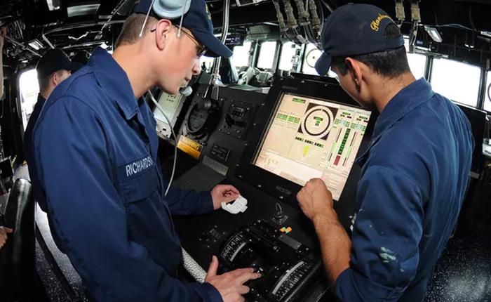 Sau vụ tai nạn thảm khốc, Hải quân Mỹ bỏ hoàn toàn màn hình cảm ứng để chuyển sang dùng cần số tay cho chắc