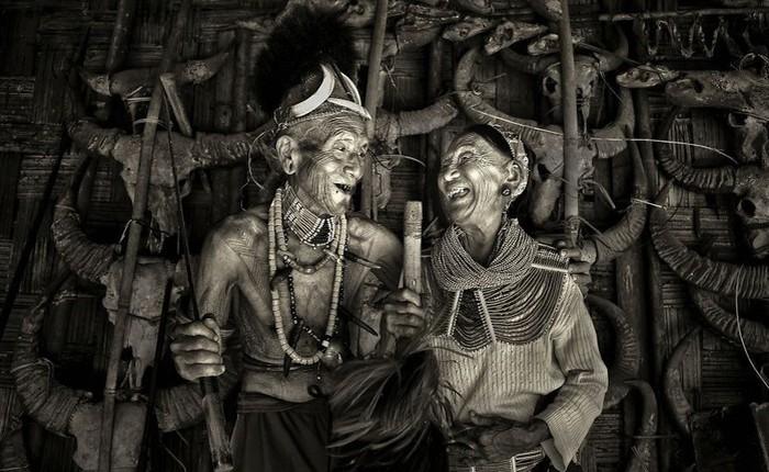 """Được hỏi """"tình yêu là gì"""", nhiếp ảnh gia người Việt và đồng nghiệp liền đáp lại bằng loạt ảnh ấn tượng"""