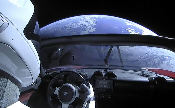 Chiếc Tesla Roadster mà SpaceX phóng lên vũ trụ năm ngoái vừa hoàn thành một vòng quanh...Mặt trời