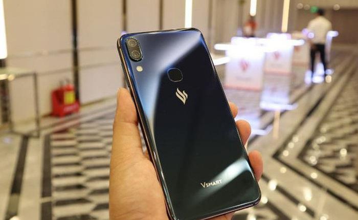 Tỷ phú Phạm Nhật Vượng tặng mỗi cư dân Vinhomes một điện thoại Vsmart nhân dịp năm mới