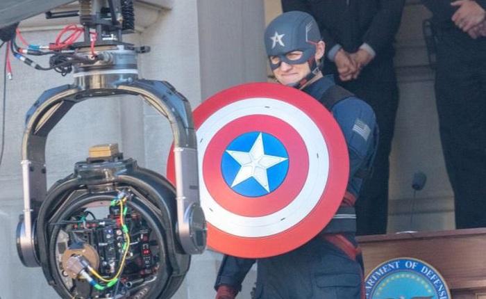 """Cầm tấm khiên trứ danh trên tay, siêu anh hùng US Agent xuất hiện tại trường quay của """"The Falcon and The Winter Soldier"""""""