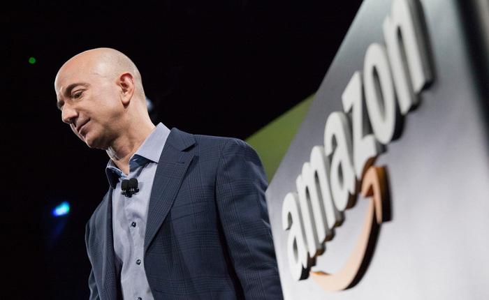 """Mạnh tay chống hàng giả, chính quyền ông Trump vừa giáng vào Amazon một cú đánh """"chết người"""""""