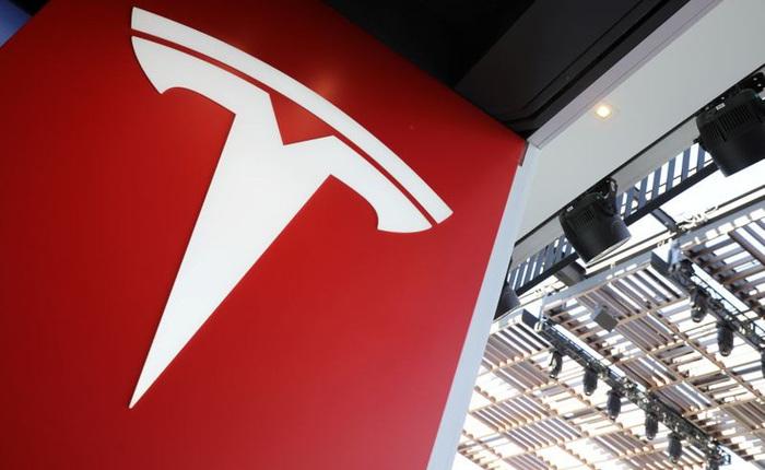 """Tesla trở thành nhà sản xuất ô tô có giá trị vốn hóa lớn nhất tại Mỹ, vượt mặt hai gã khổng lồ GM và Ford """"cộng lại"""""""