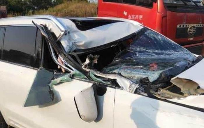SUV tự lái của Trung Quốc bị đâm gãy trục chữ A nhưng không bung túi khí
