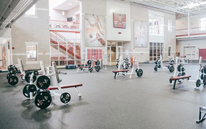 Một PT nhiễm COVID-19 tiếp xúc 50 khách tập, phòng gym Mỹ thoát nguy cơ biến thành ổ dịch nhờ một khách hàng của họ là giáo sư bệnh học