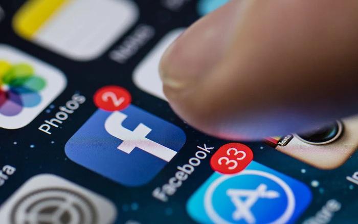 Facebook - Apple choảng nhau, người dùng đứng giữa có no đòn?