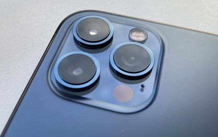 iPhone 14 có thể trang bị ống kính tiềm vọng với khả năng zoom quang học 10x?