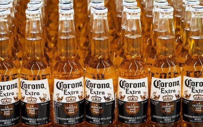 """Tai bay vạ gió với hãng bia trùng tên virus corona: 38% khách hàng Mỹ được hỏi tuyên bố không mua """"trong..."""